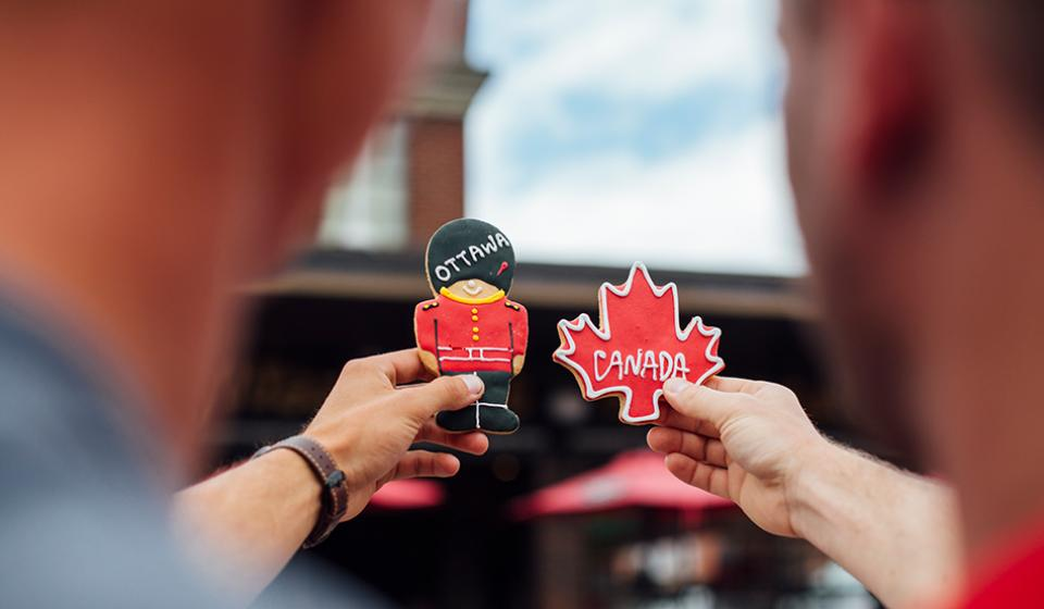 Byward Market, Canada maple leaf and ceremonial guard cookies