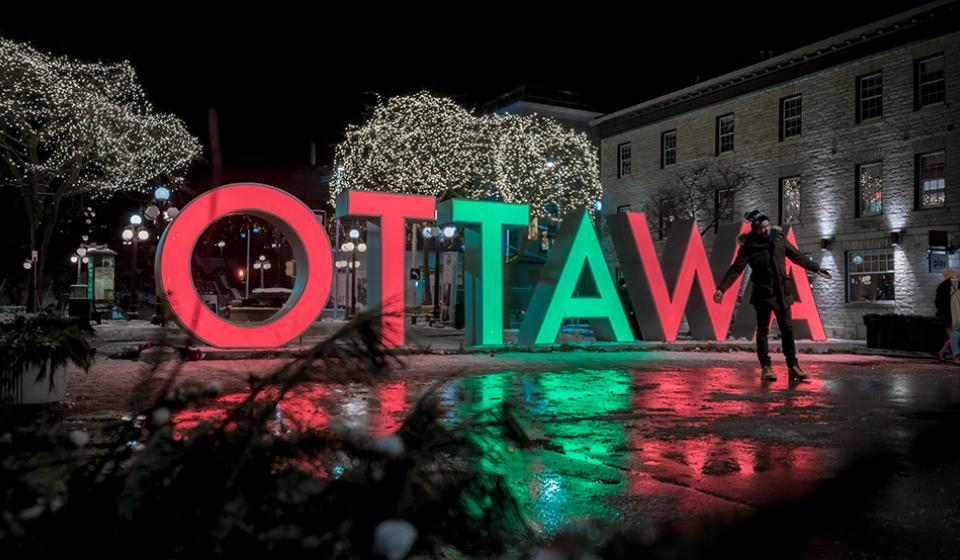 Ottawa-Sign-Byward-Market-night-DSC7639-2-photographer-Southavy-Pathammavong.jpg